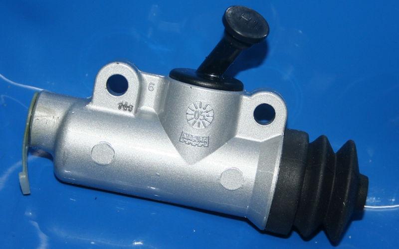 Bremszylinder K100 hinten 16mm Seitenwagen Abgang schräg