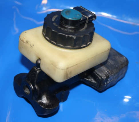 Bremszylinder 17mm unter Tank 2 Anschl. Repsatz neu i.Tausch