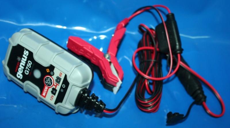 Ladegerät Batterie mit Klemmen 6V+12V 750mA Genius