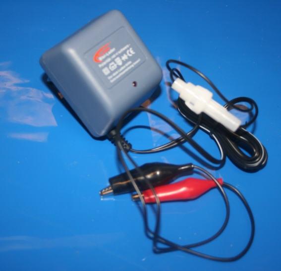 Ladegerät Batterie mit Klemmen 12V 300mA